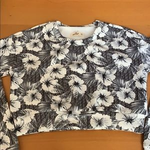 Hollister Hawaiian black/white floral crop top